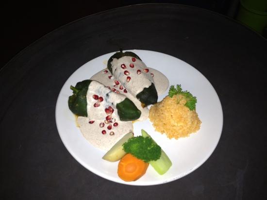 Mama's Royal Cafe : deliciosos Chiles en Nogada..!