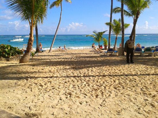 Hotel Riu Naiboa: Entrada da praia