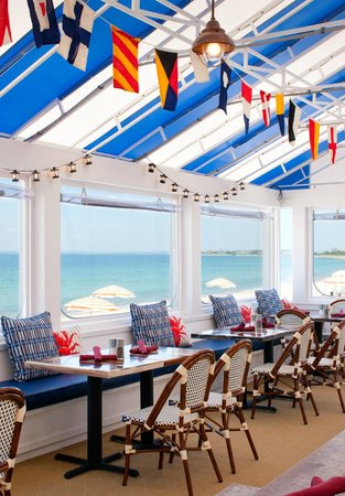 Sea Crest Beach Hotel: Red's Three Season Porch