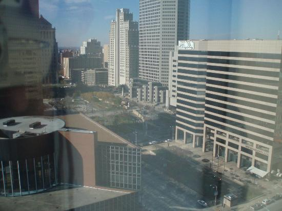 Hilton St. Louis at the Ballpark: View from double bedroom 22nd floor on East Tower