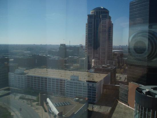Hilton St. Louis at the Ballpark: View from double bedroom on 22nd floor on east tower