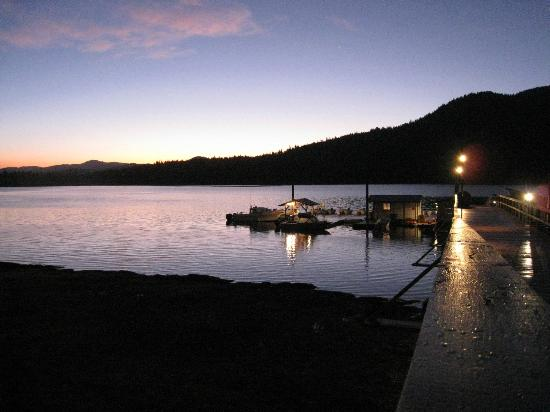 Silverking Lodge: Early morning and down to the docks for fishing