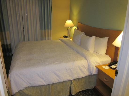 Hampton Inn Miami-Airport West : Luxury bedding with down comforter and pillow top mattress