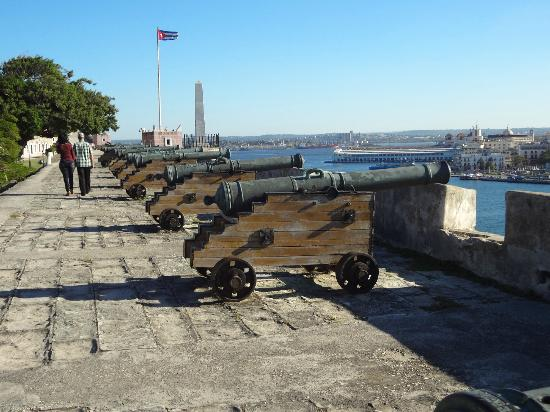 Castillo de San Carlos de la Cabana: great walk
