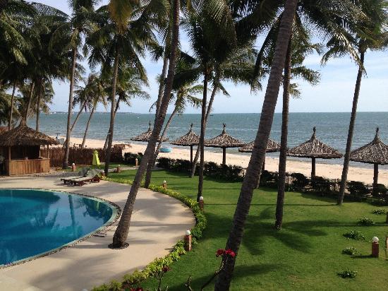 Little Paris Resort & Spa: View from our Beach Villa