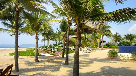 Las Palmas Beachfront Villas: Beach area