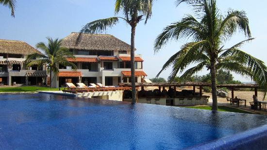 20 meter pool picture of las palmas beachfront villas for Hotel villas las palmas texcoco