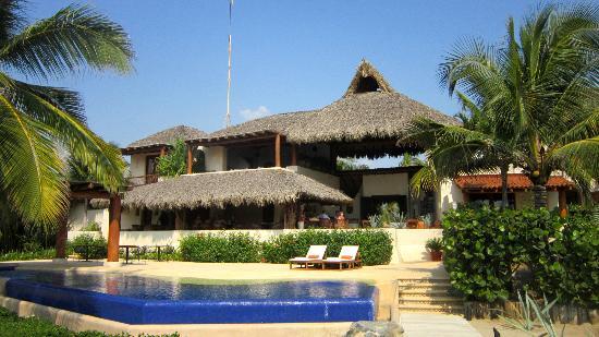 Las Palmas Resort & Beach Club: Main building
