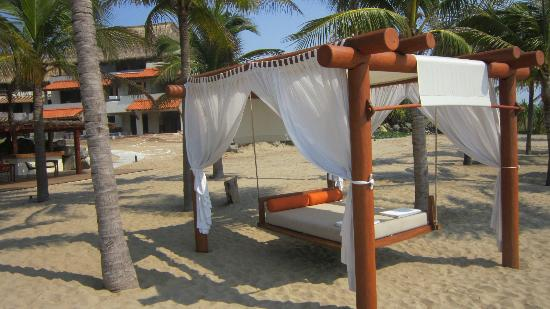 Las Palmas Beachfront Villas: Floating beach bed