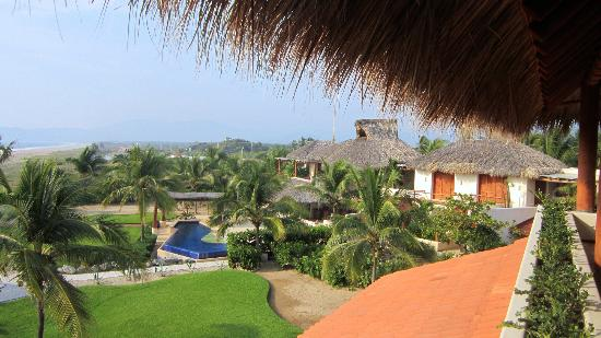 Las Palmas Beachfront Villas: General view of grounds