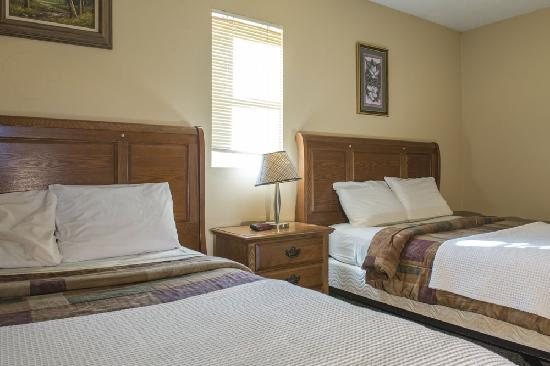Kingsley Motel: Double beds with kitchenettes