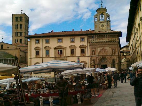 Arezzo mostra antiquariato in piazza foto di piazza for Arezzo antiquariato