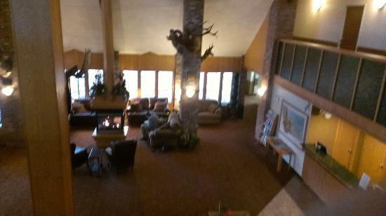 Fairmont Hot Springs Resort: lobby