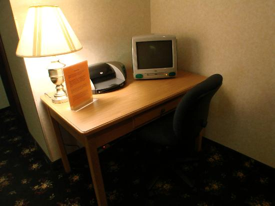 Baymont Inn & Suites Logan: old electronics