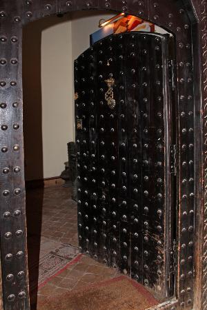 Dar Silsila: Front Door