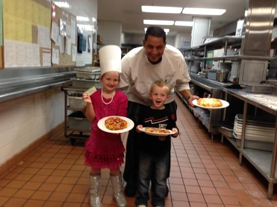 Anaheim Marriott Suites: Pizza Fun with Chef Hany!!
