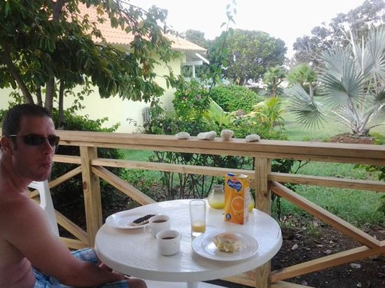 Bon Bini Seaside Resort: uitzicht met eigen ontbijtje