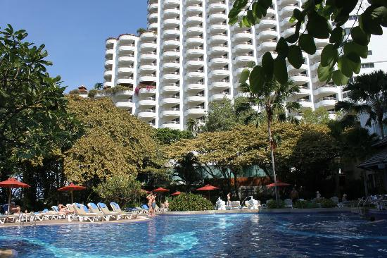 Cosy Beach Hotel: вид на отель