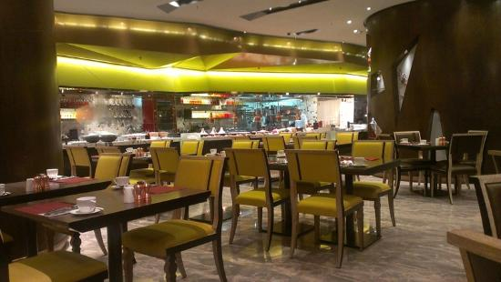 Crowne Plaza Hong Kong Kowloon East: Chefs Table Restaurant
