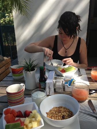 15 love : Breakfast