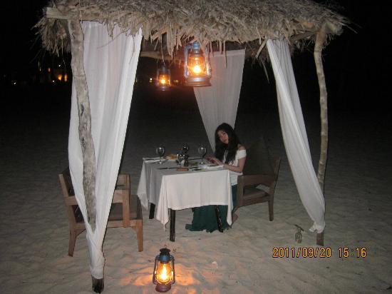 Vatulele Island Resort: 浪漫的沙滩晚餐