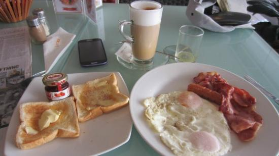 Bon Cafe: Very good breakfast including orange juice.