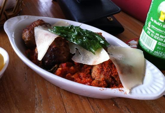 Cafe Sardinia: meatballs with tomato and basil sauce