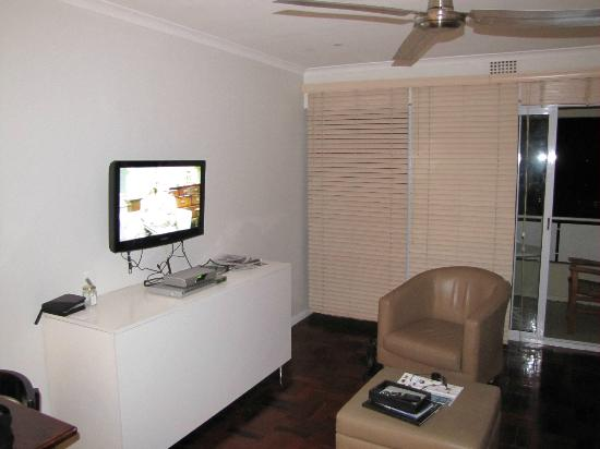 Mouille Point Village: Flat screen tv and dvd player in living area