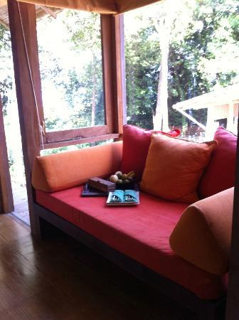 Soneva Kiri: seating corner in the room: villa 51