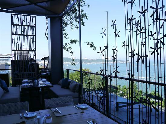 Hilton Pattaya: 朝食バッフェのレストラン