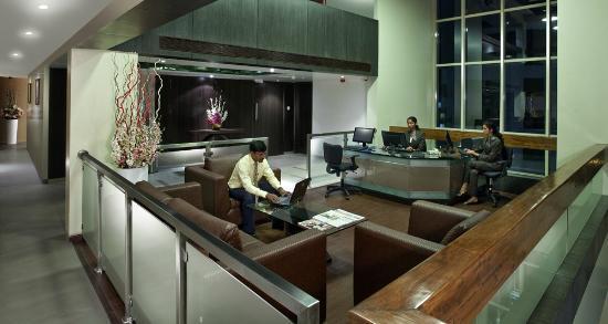 Hotel Supreme Heritage: Business Center
