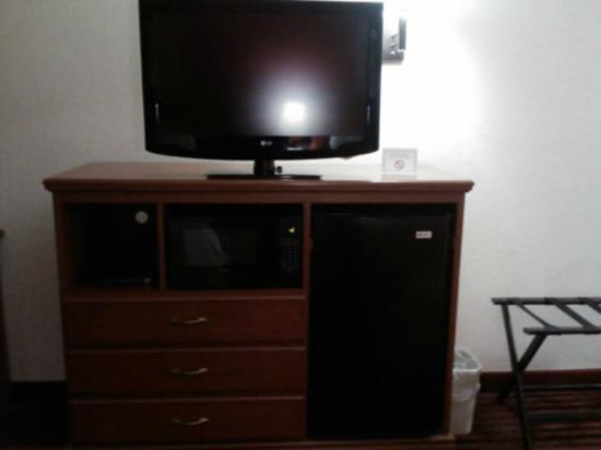 Best Western Canton Inn: Tv, Microwave and Fridge