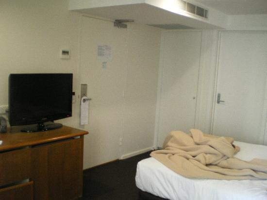 Grand Chancellor Melbourne: Economy room