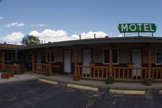 Rocky Mountain Lodge: Front
