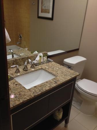 DoubleTree by Hilton Hotel Portland: bathroom