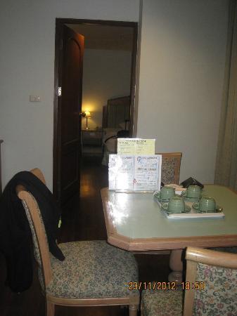 Grand Tower Inn Rama VI : door to bedroom