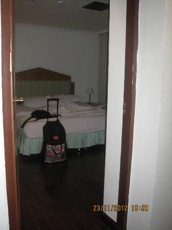 Grand Tower Inn Rama VI : bedroom