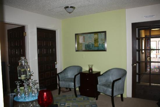 Breckenridge Bliss Massage Therapy: Waiting area
