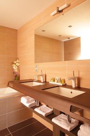 Hotel La Charpiniere : Salle de bain