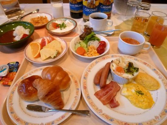 Hotel Sunroute Sopra Kobe: 自家製カレーがオススメ♪朝食盛付例 洋食編