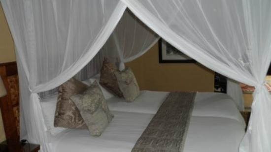 Elephant Plains Game Lodge: The bed