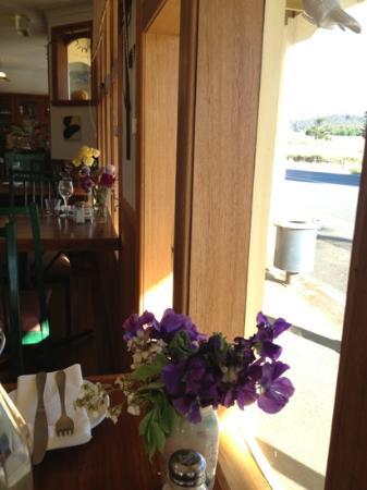 Mole Creek Cafe: lovely flowers!