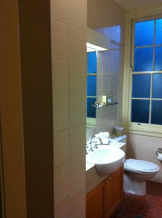Brassey Hotel: Bathroom