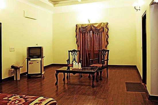 Taj Home Stay: Amenities