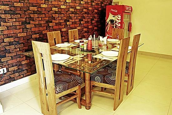 Taj Home Stay: Dinning