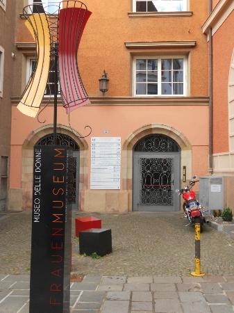 Frauenmuseum: ingresso museo delle donne-Merano