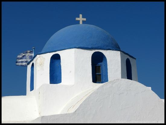 ‪هوتل باروس: Small church in Paros/Parikia port area
