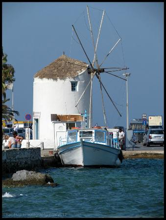 Hotel Paros: The windmill at Paros/Parikia port