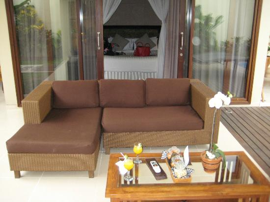 Desamuda Village: Couch & Bedroom