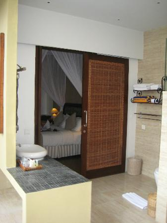 Desamuda Village: Entrance to bedroom via bathroom